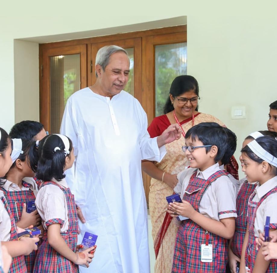 Naveen with kids