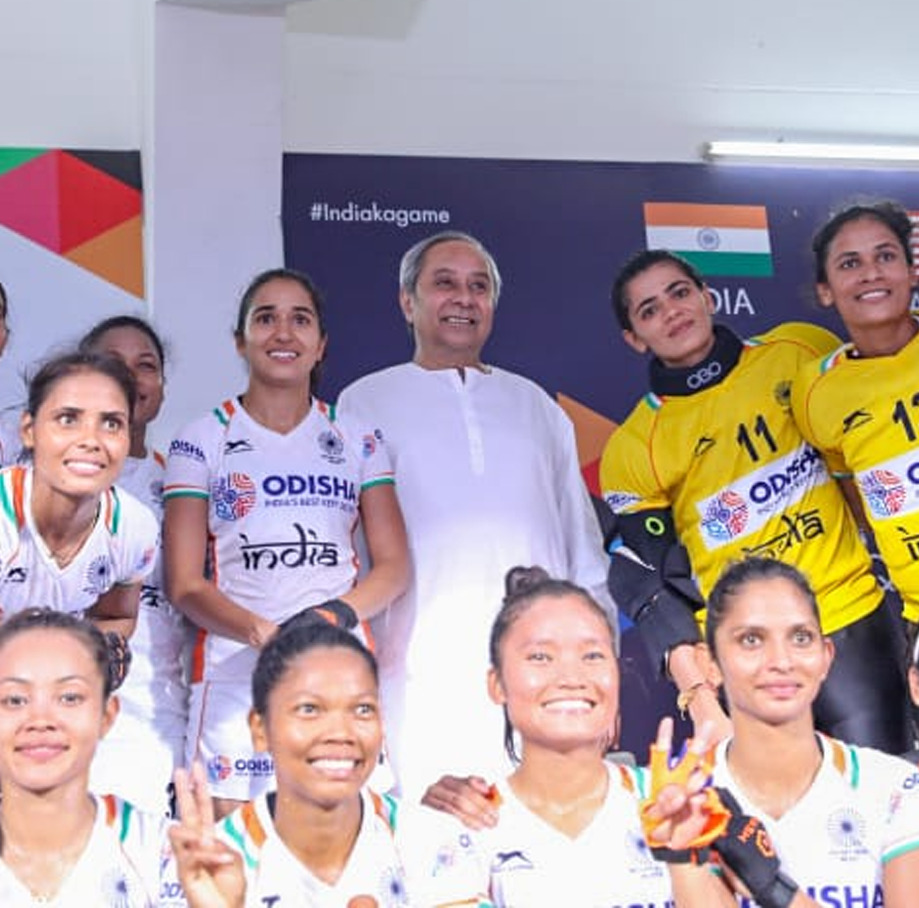Naveen with Women Hockey Team