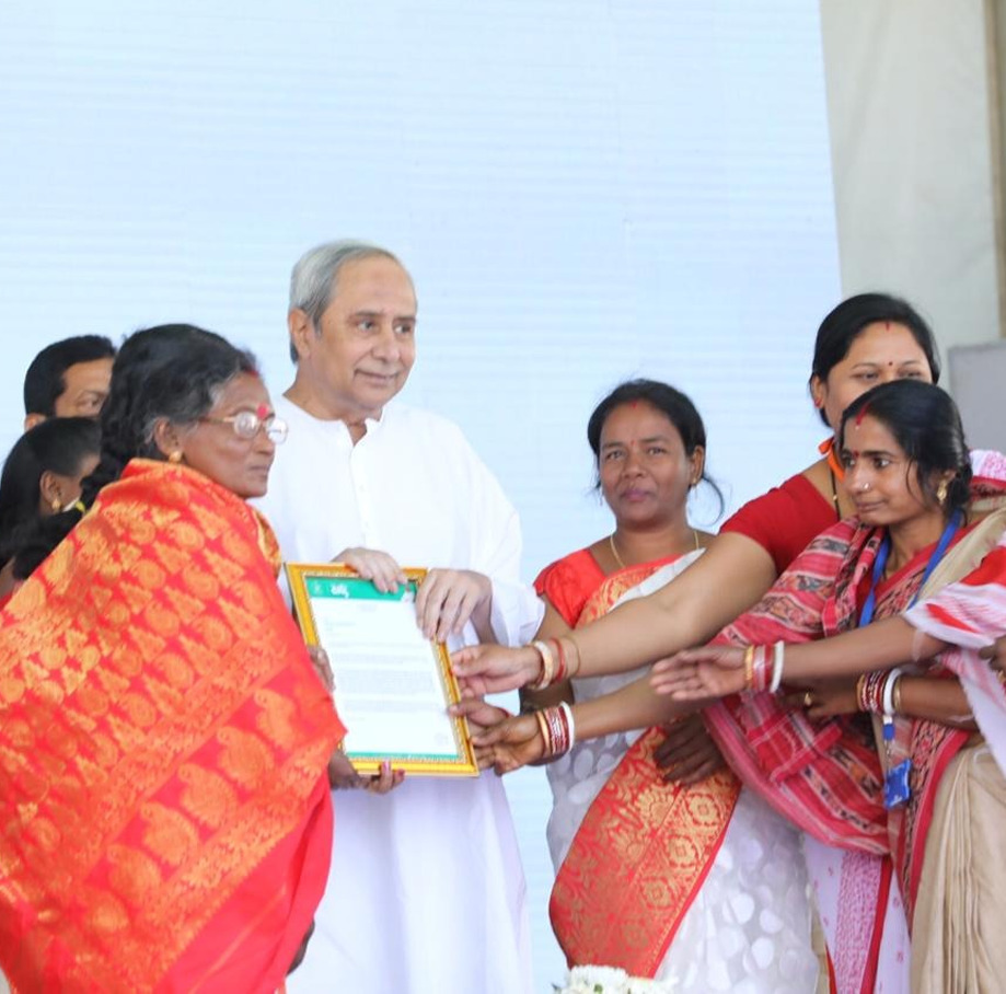 Women greeting Naveen